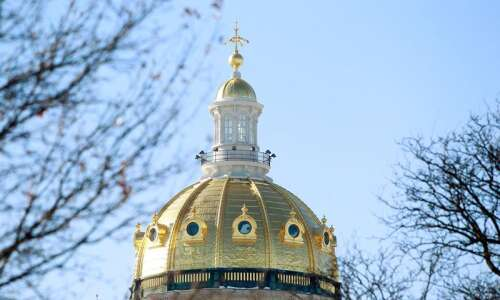 Iowa lawmakers advance bill to eliminate tenure