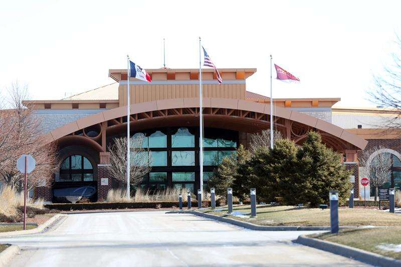 Masks and buffers remain rules at most Eastern Iowa casinos
