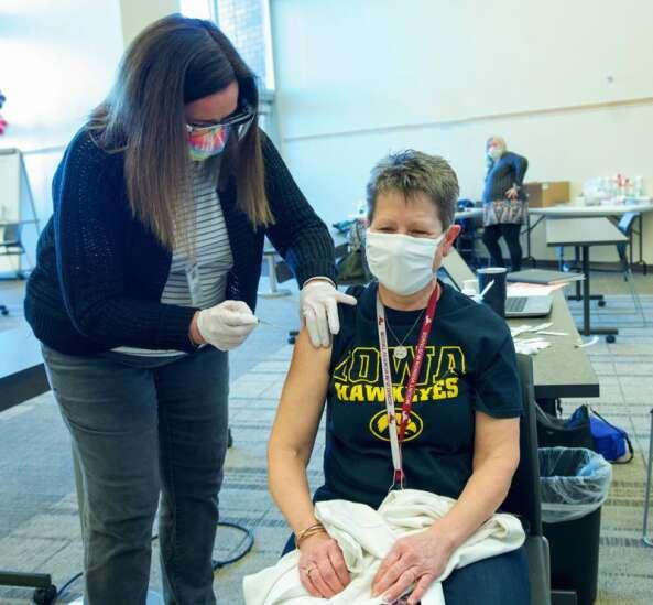 Cedar Rapids schools complete coronavirus vaccine clinics for staff