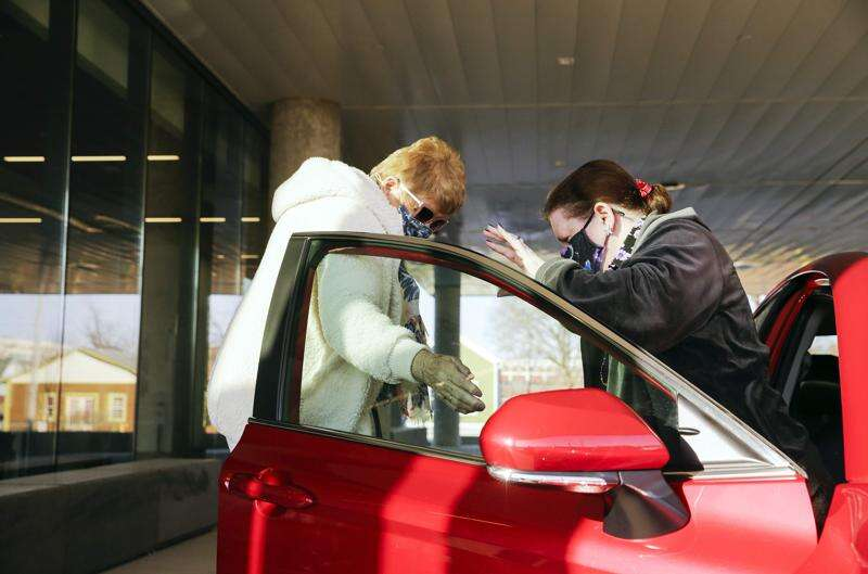 Local effort aims to help homebound seniors reach COVID-19 vaccine