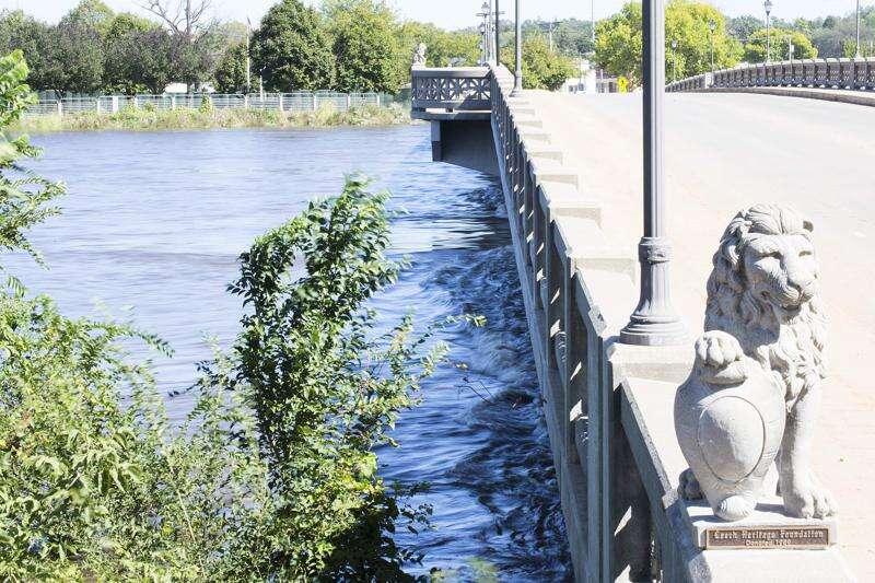 Zip line across Cedar River off for now