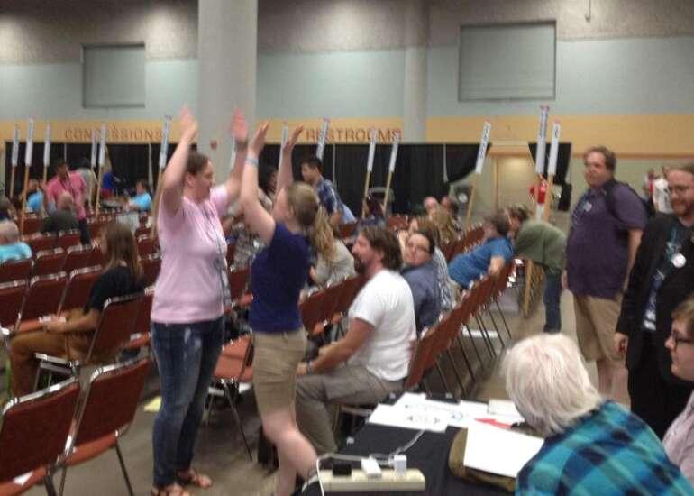 Iowa Democrats vote to oppose superdelegates
