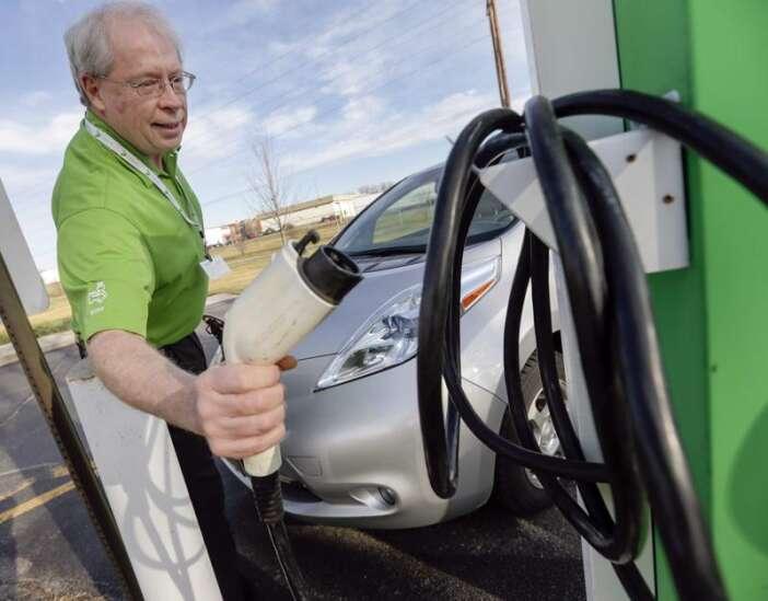Electric cars gaining ground in Iowa