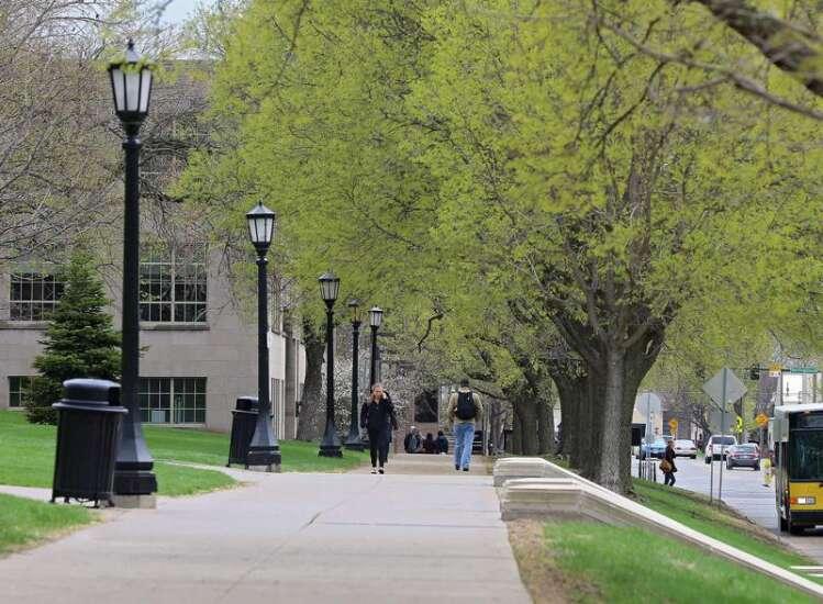 Iowa universities to address student debt through financial literacy requirements