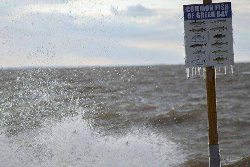 Wisconsin's Green Bay sees dead zones, too