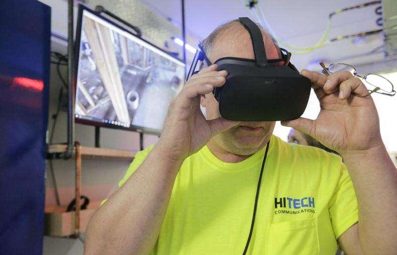 Reynolds touts apprenticeships in Hiawatha