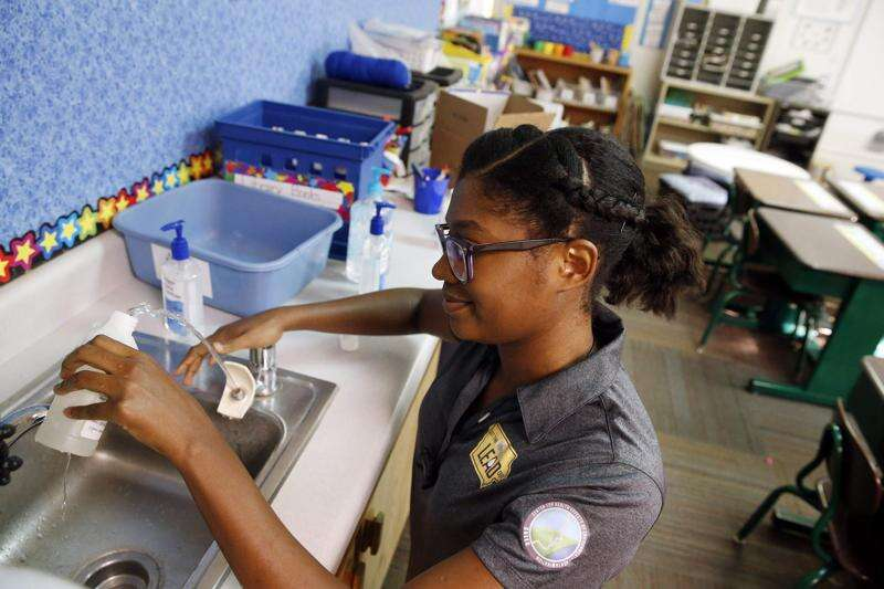 Iowa schools test for lead in drinking water