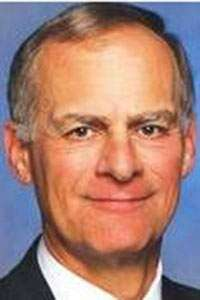 Iowa House honors longtime community college advocate