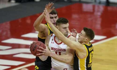 Luka Garza goes Full Luka as Iowa men's basketball torches…