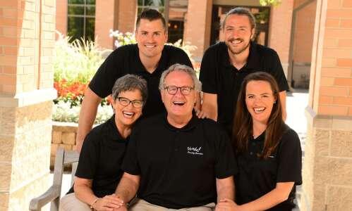 Cedar Rapids-based HappyGram card delivery service sends smiles to seniors