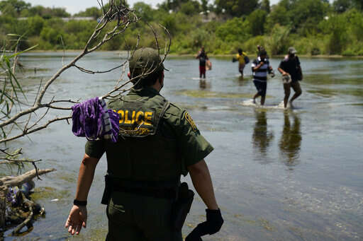 Driven by pandemic, Venezuelans uproot again to come to US