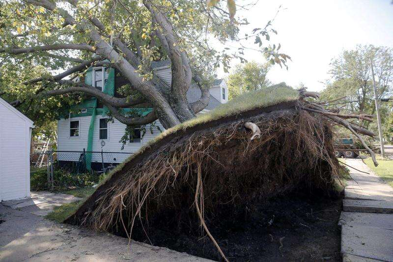 Iowa storm updates: Latest on power outages, cleanup in Cedar Rapids, Iowa City areas, Aug. 12