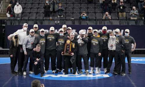 Iowa reclaims NCAA wrestling crown, Spencer Lee overcomes ACL tear…
