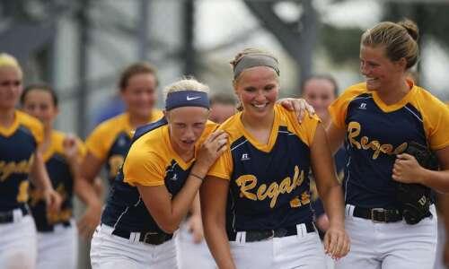 Iowa City Regina upsets Durant to reach third straight state…