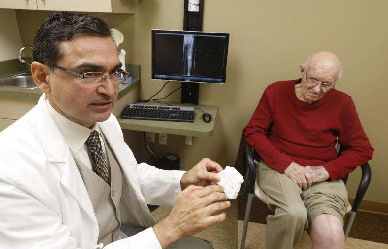 3-D technology provides custom fit, benefits in knee replacements