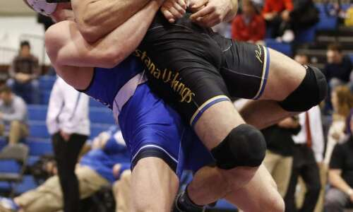 NCAA D-III Central Region wrestling: Justin Kreiter dominates for Luther