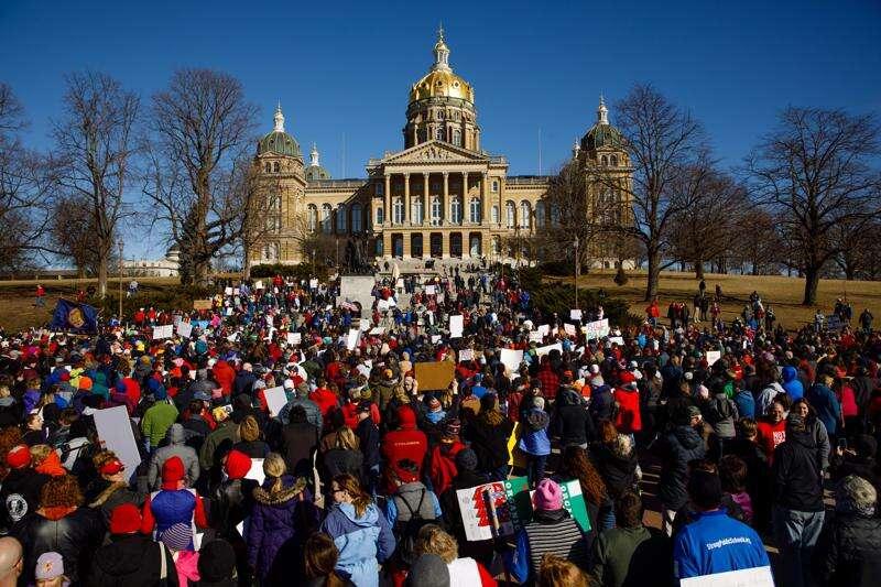 Iowa teachers rally against Legislature's collective bargaining bill