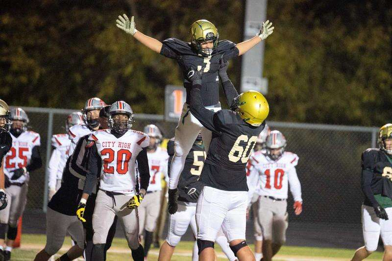 Iowa high school football roundup: Second-round playoff scores, stats and more