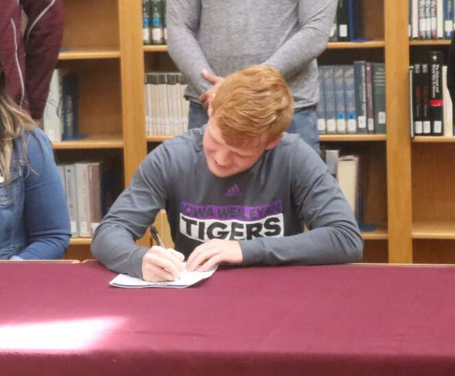 Staying home: Mt. Pleasant senior Malone signs with Iowa Wesleyan soccer