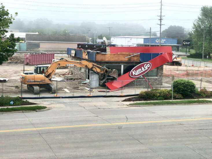 Kum and Go location in Iowa City closed until December 2021