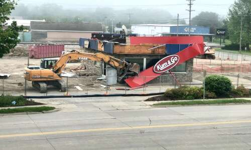 Kum and Go in Iowa City closed until December 2021