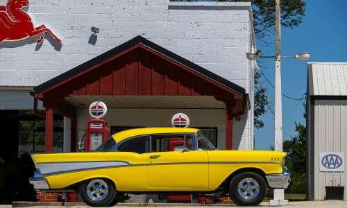 Iowa Photo: Classic car leads to roadside attraction