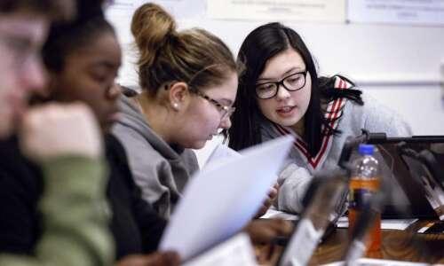 Iowa teens choose Andrew Yang as Dem presidential pick, followed…