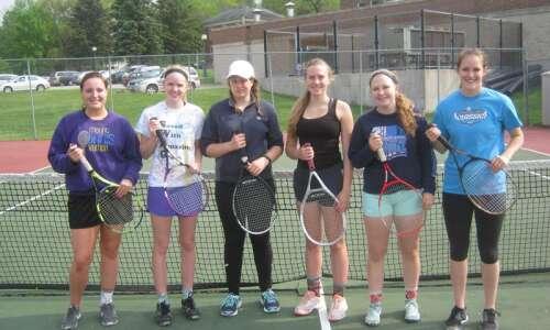 Mount Vernon girls' tennis rolls into regional