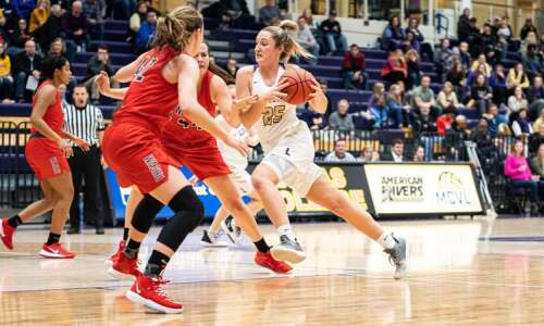 Kari Fitzpatrick, Marissa Schroeder help Loras women's basketball to best…