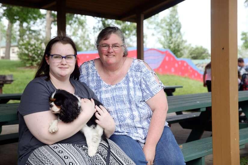 17-cent pay raise leaves Cedar Rapids paraeducators asking for more