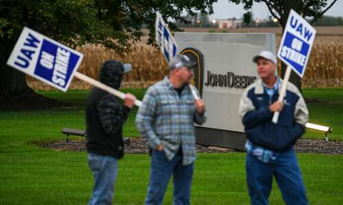 Union wants picketing restrictions lifted outside Deere plant