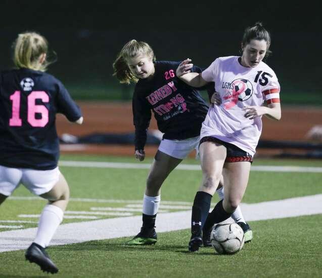 Linn-Mar girls' soccer picks up where it left off after canceled season