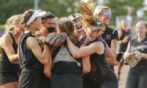 Photos: Mount Vernon vs. Williamsburg state softball semifinals