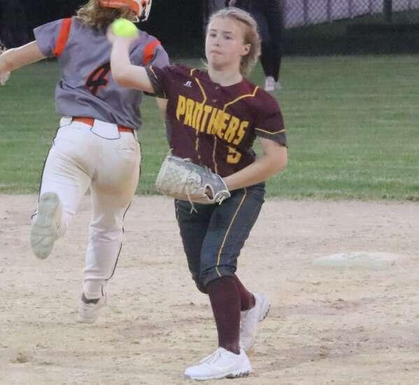 Fairfield softball sweeps Mt. Pleasant
