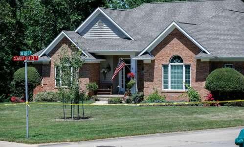 Cedar Rapids police: Son kills parents and sister