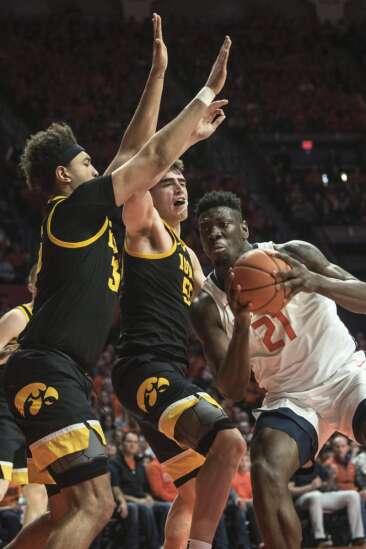 Illinois blocks Iowa from Big Ten tournament double-bye