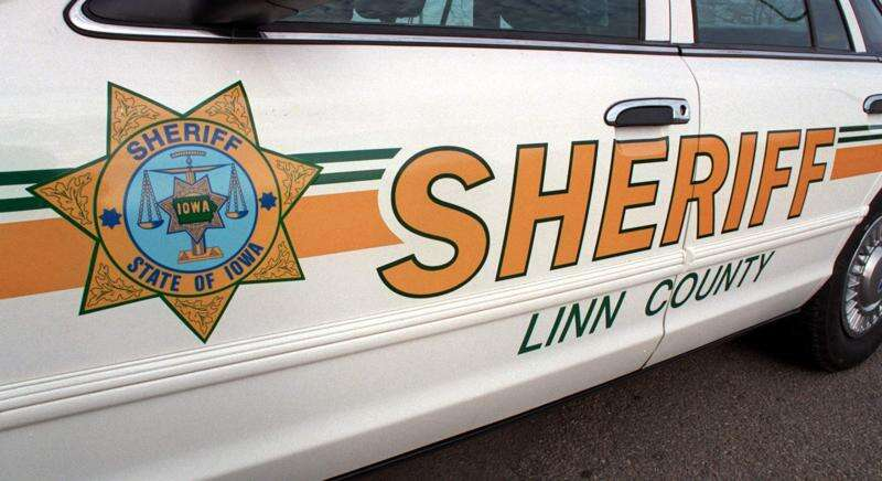 Truck driver seriously injured in crash requiring 4-hour extrication in Linn County