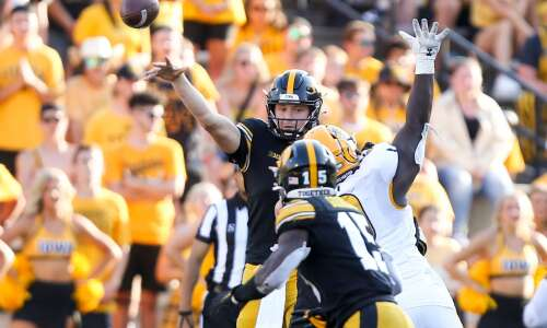 Iowa 30, Kent State 7: Hawkeyes overcome offensive woes