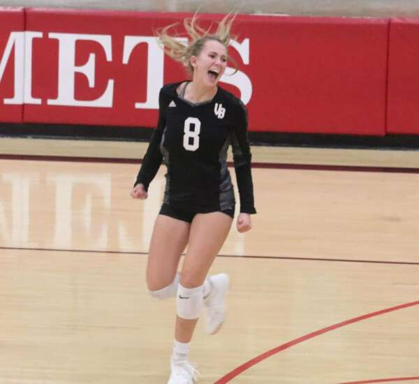 VBC sneaks past Cardinal's volleyball team