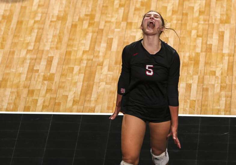 Despite COVID-19 absences, Gilbert sweeps to another upset in state volleyball debut