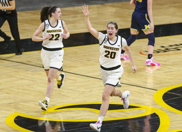 Iowa women's basketball endures delay, routs No. 12 Michigan, 89-67