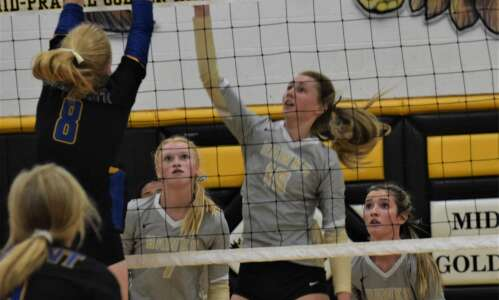 Golden Hawks lose volleyball match to No. 4 West Liberty