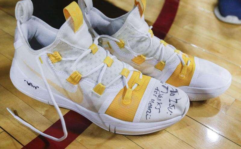 Jordan Bohannon trolls and Iowa basketball rolls at Iowa State