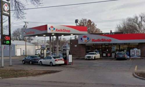 Cedar Rapids police looking for man who allegedly robbed convenience…