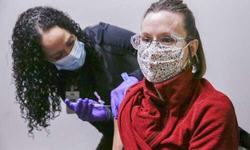Eastern Iowa Health Center scheduling coronavirus vaccines for older Iowans