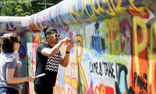 Street artist helps chronicle fall of communism