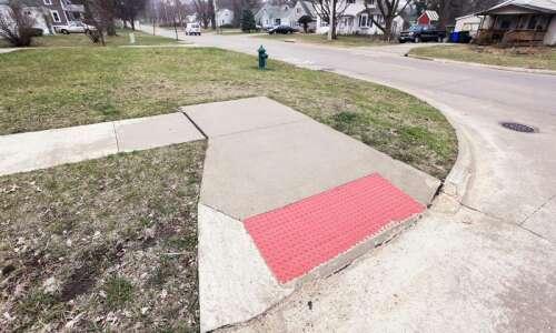Bever Avenue sidewalk debate resurfaces for Cedar Rapids council
