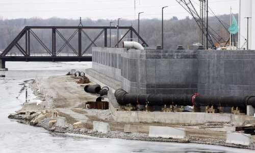 Low risk of major flooding along Cedar, Iowa rivers