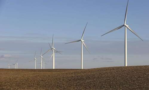 MidAmerican Energy idles 46 wind turbines after blade troubles