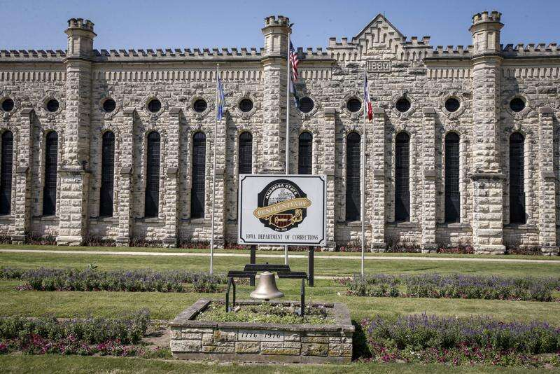 Officer injured in Anamosa prison attack